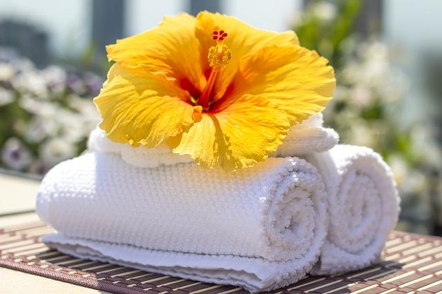 ručníky a květina